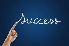 Main avec le mot de réussite Image stock