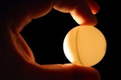 Main avec le ping-pong Photos stock