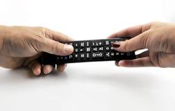 Main avec le pointage à télécommande en avant d'isolement au blanc le 11 septembre 2016 Photos libres de droits