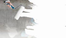 Main avec le rouleau photographie stock libre de droits