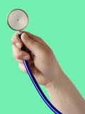 Main avec le stéthoscope photographie stock libre de droits