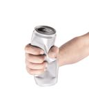 Main avec les boîtes en aluminium chiffonnées Isolement sur le fond blanc image libre de droits