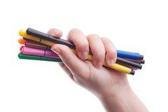 Main avec les crayons lecteurs colorés Photographie stock libre de droits