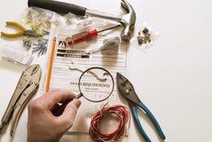 Main avec les outils à la maison Photographie stock libre de droits