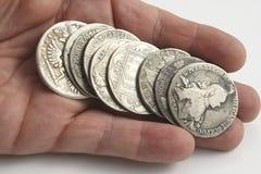Main avec les pièces de monnaie russes antiques Images libres de droits