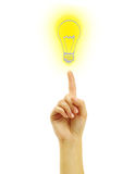 Main avec une ampoule de retrait Images stock