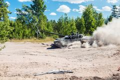 Main battle tank are going to dust on the ground through the for Stock Photos