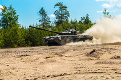 Main battle tank are going to dust on the ground Royalty Free Stock Images