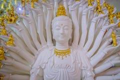 Main blanche de la sculpture mille en Guan Yin Photographie stock
