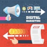 Main colorée tenant un mégaphone et main avec le marketing numérique de concept d'argent Image stock