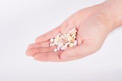 Main complètement des drogues image stock