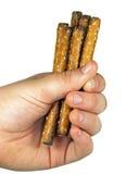 Main complètement des pretzels Images stock