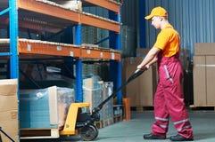 Main-d'œuvre féminine d'entrepôt au travail photo libre de droits