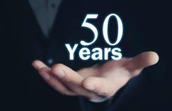 Main d'homme avec 50 ans de mot Photos stock