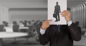 Main d'homme d'affaires avec le livre choisissant des personnes Image libre de droits