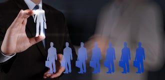 Main d'homme d'affaires choisissant l'icône de personnes Image stock