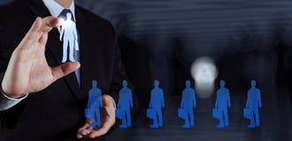 Main d'homme d'affaires choisissant l'icône de personnes Images libres de droits