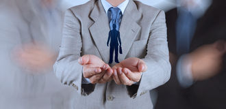 Main d'homme d'affaires choisissant l'icône de personnes Photographie stock