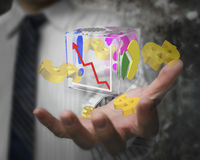 Main d'homme d'affaires montrant les symboles dollar transparents en verre de cube Image libre de droits