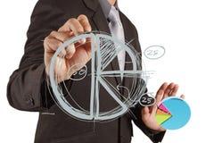 Main d'homme d'affaires traçant un graphique circulaire Image libre de droits