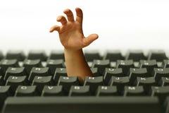 Main dans le clavier Image libre de droits