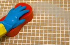 Main dans le gant bleu Photos libres de droits