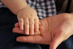 Main de bébé Photographie stock libre de droits