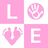 Main de bébé de bébé et pieds d'impression de carte d'arrivée Photographie stock libre de droits