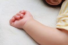 Main de bébé japonais Image stock