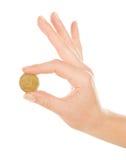 Main de femme avec la pièce de monnaie images libres de droits