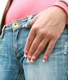 Main de femme avec le clou de manucure Photographie stock