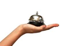 Main de femme donnant une cloche de service hôtelier Image libre de droits