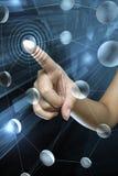Main de femme sur l'écran Image stock