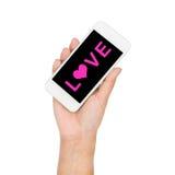 Main de fille stockant le texte d'amour d'affichage de téléphone portable sur l'écran Photos libres de droits