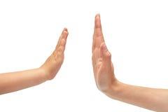 Main de geste de jeune fille et de main d'enfants, expositions hauts cinq D'isolement sur le fond blanc Photographie stock libre de droits