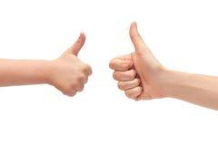 Main de geste de jeune fille et de main d'enfants, pouces d'expositions  D'isolement sur le fond blanc Image libre de droits