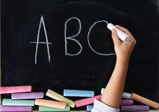 Main de l'écriture d'enfant Image stock