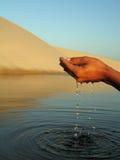 Main de l'eau photos stock