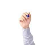 Main de la jeune écriture d'homme d'affaires avec l'isolat bleu o de fabricant de stylo Photos stock