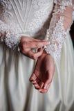 Main de nouveaux mariés Images stock
