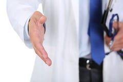 Main de offre de docteur masculin de médecine à la secousse Photographie stock