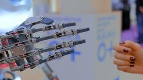 Main de robot mobile banque de vidéos