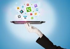 Main de serveur tenant le plateau avec des icônes Photos stock