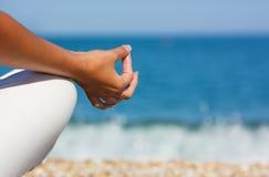 Main de yoga image libre de droits