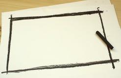 Main dessinant le cadre noir Photo libre de droits