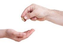 Main donnant à 10 la pièce de monnaie eurocent Image stock