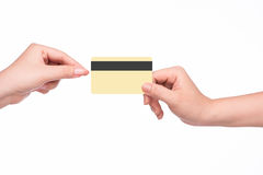 Main donnant la carte de crédit images libres de droits