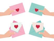 Main donnant une enveloppe avec la carte de Valentine illustration stock