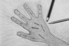 Main droite tirée par la main avec la suture de blessure sur le fond de livre blanc, concept de Halloween photo libre de droits