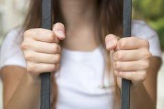 Main en prison photos libres de droits